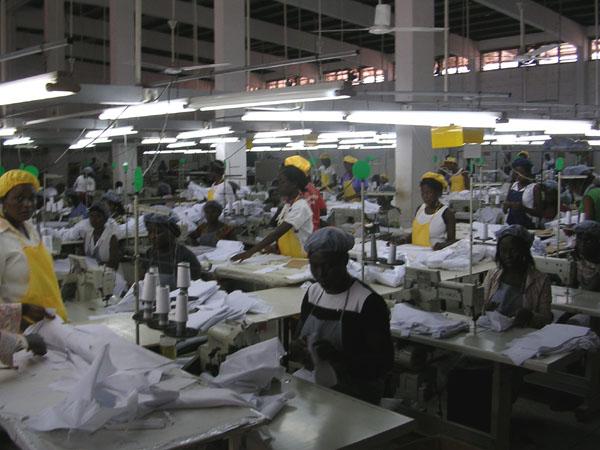Disposição das máquinas e das operações interferem na produtividade em confecção do vestuário